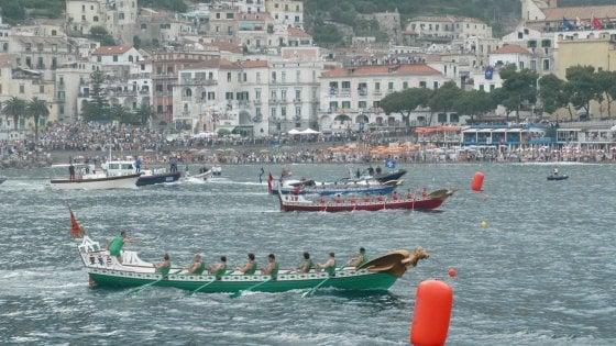Genova vince la regata delle antiche repubbliche marinare for Ponte delle cabine di rapsodia dei mari 2