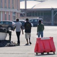 Migranti si cambia, la stretta della giunta-Bucci