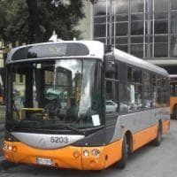 Genova, prende fuoco un bus dell'Amt