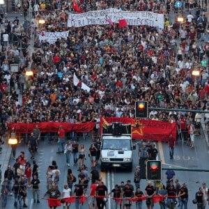 I due antifascismi di Genova, la piazza e il convegno