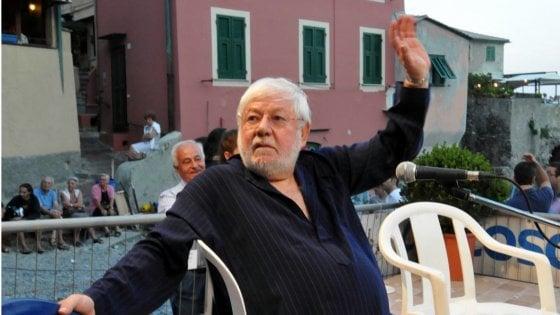 """Paolo Villaggio e Genova storia di un """"mistero buffo"""" dai banchi del """"D'Oria"""" al """"fetido cabaret"""""""