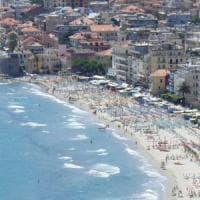 Riviera, niente numero chiuso in spiaggia, ma scattano ordinanze