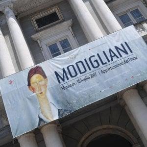 Modigliani, sequestri e indagati. E la chiusura anticipata fa discutere