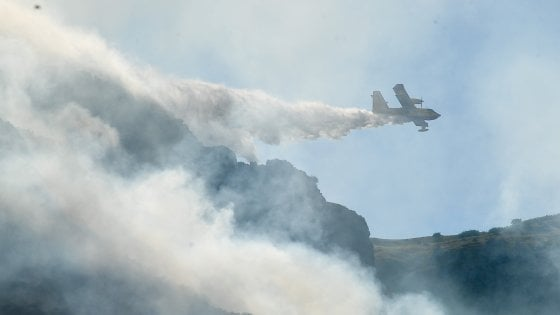 Incendi: Aurelia chiusa a Genova per roghi nei boschi