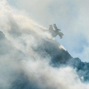 Incendi: Liguria; bruciano boschi vicino case in Val di Vara
