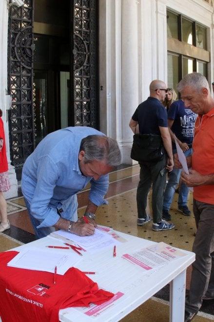 Gaslini e San Martino, i ricercatori precari in piazza