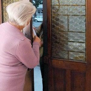 Truffe agli anziani, a Genova, la prefettura rafforza la campagna