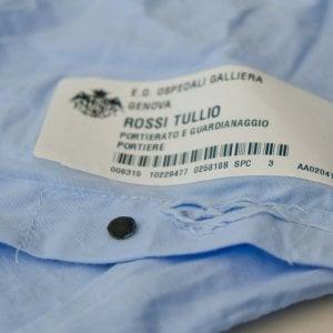 Sanità, microchip negli indumenti: controllo nascosto ai camici bianchi