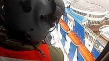 Infarto sul traghetto la salvezza dal cielo