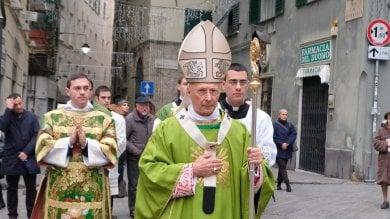 Critica su Facebook il cardinale Bagnasco,  ora rischia il posto di lavoro