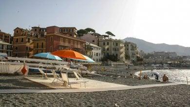 Spiaggia per disabili a Vernazzola appena inaugurata spuntano i vandali