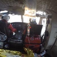 Bimba cade in piscina soccorsa dai vigili del fuoco con l'elicottero