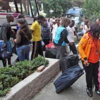 Migranti, l'ultima battaglia, caccia a 700 posti in riviera