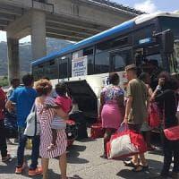 Migranti: occupano carrozze treno merci a Ventimiglia