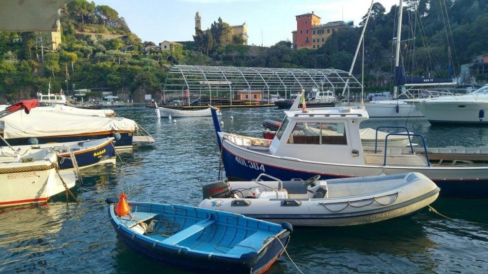 A Portofino la chiatta per il lancio della nuova Ferrari