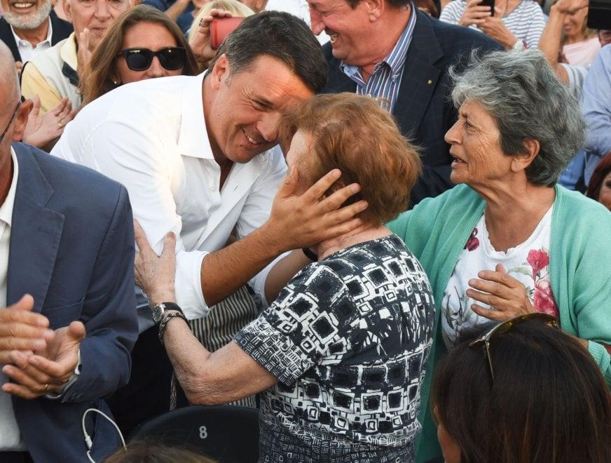 """Renzi alla festa dell'Unità: """"Non fuggo da Genova"""""""