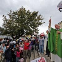 Genova, la benedizione dei caschi da piazza De Ferrari alla Madonna della Guardia