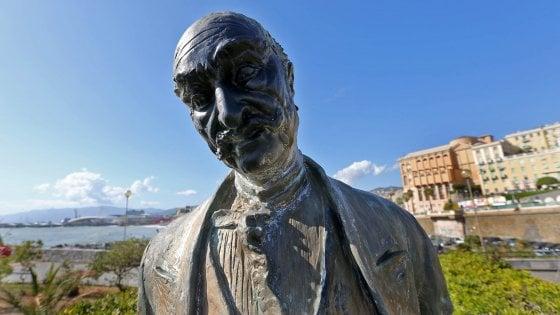 Genova, la statua di Govi imbrattata di nero, la polemica sui social