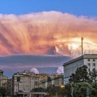 Genova, grandi nuvole all'orizzonte e il tramonto diventa uno spettacolo mozzafiato