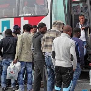 Migranti a Multedo neppure la processione  ferma le proteste