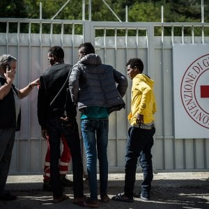 Migranti, a Genova tasse come agli hotel per chi li accoglie