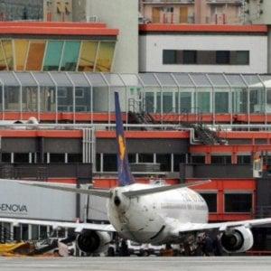 Genova, gabbiani sulla pista, aereo ritarda l'atterraggio