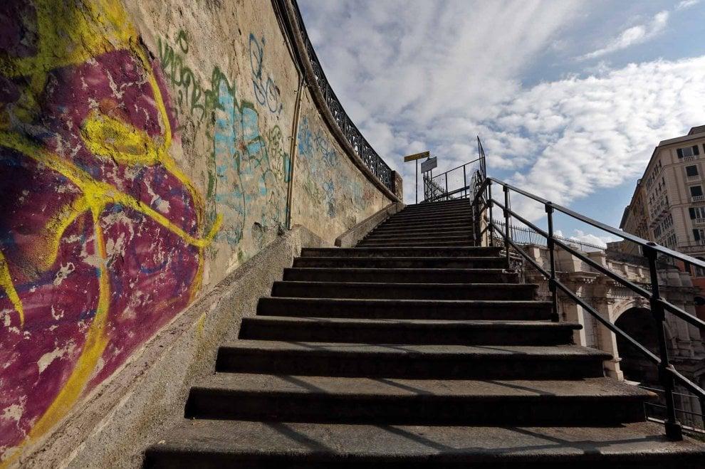 Genova, i vandali colpiscono ancora a Santo Stefano