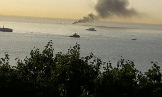 Scoppia motore gozzo, pescatori ustionati soccorsi in mare da un finanziere