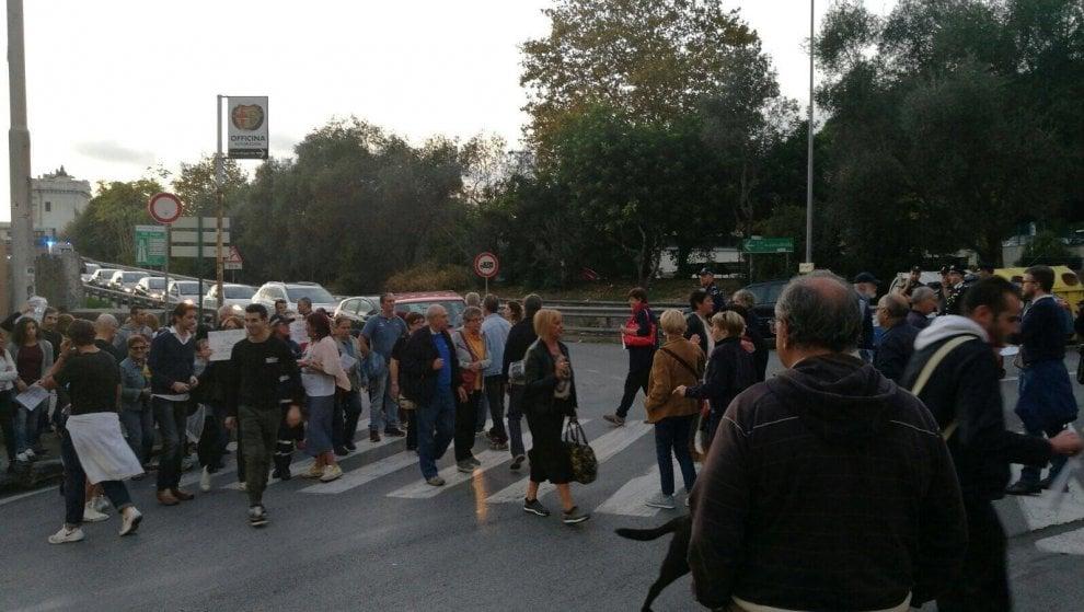 Multedo, non si ferma la protesta per l'arrivo dei richiedenti asilo: gli abitanti bloccano ancora il traffico