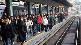 Ritocchi agli orari dei treni pendolari. Retromarce e pasticci sul Levante