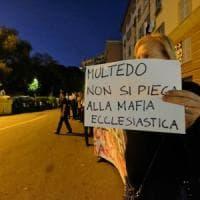 Multedo, presidio anti migranti con pesanti offese alla Curia