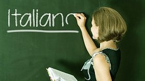 Povera lingua italiana, assediata dai dialetti dal basso e dall'inglese