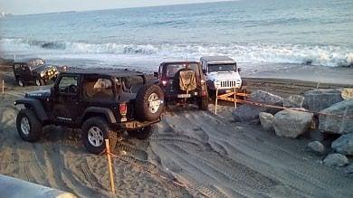 Fuoristrada in spiaggia a Voltri