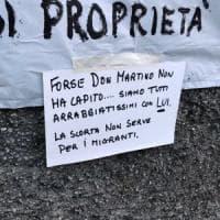 Minacce al prete dei migranti,  per il consigliere Pd sono solo