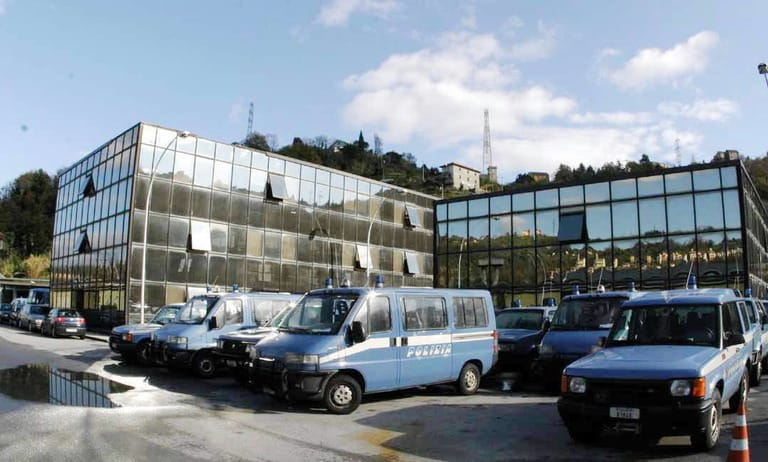 """Il pm del G8: """"La caserma della polizia a Bolzaneto trasformata in un lager"""""""