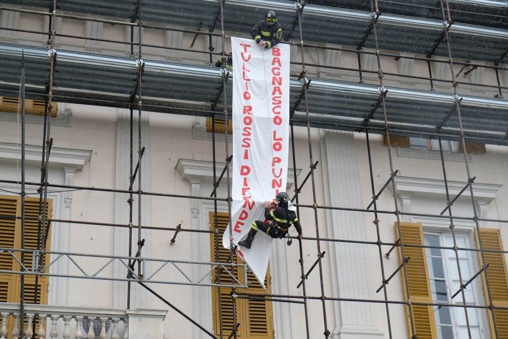 Galliera, il blitz dei vigili del fuoco per difendere il sindacalista sospeso dal servizio
