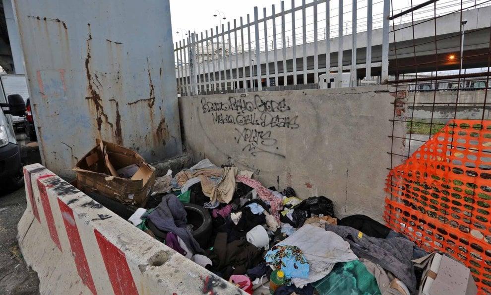 Genova, sotto la Villa del Principe un mare di rifiuti