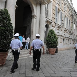 """Tassa sui rifiuti gonfiata, M5S all'attacco del Comune, ma l'assessore nega: """"A Genova tutto in regola"""""""