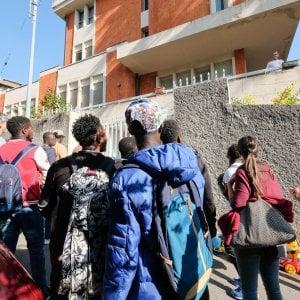 Migranti a Multedo, per ora rimangono in 10