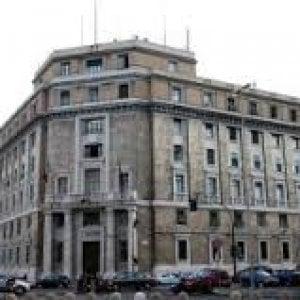 Genova, scoperto dalla polizia un laboratorio di merce contraffatta, cinque denunce
