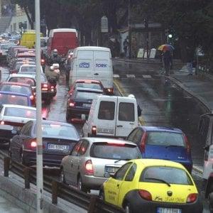 I genovesi non amano guidare: 10 mila km all'anno e un'ora e venti al volante al giorno