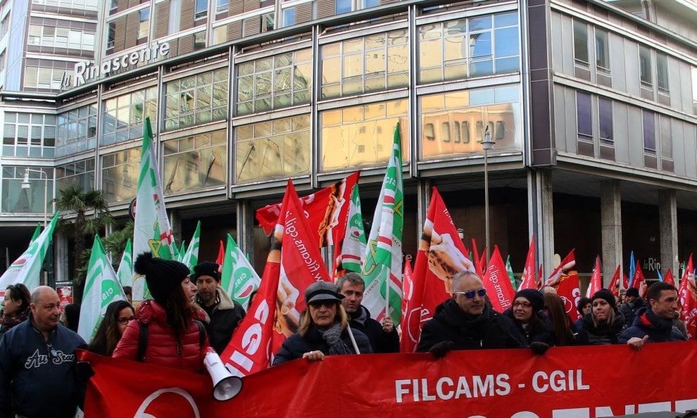 Rinascente, protesta dei lavoratori contro la chiusura di Genova