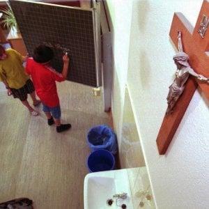 Genova, il crocifisso entra nell'aula di palazzo Tursi