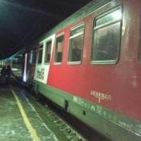 Treno bloccato per ore al gelo sull'Appennino ligure, a bordo in 400 senza