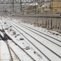 Allerta in Liguria, treni nel caos, mareggiata da Ponente a Levante