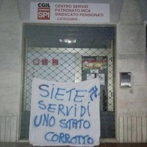 La Spezia, scritte neonaziste contro la sede della Cgil