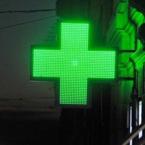 Bandito in farmacia, rapina incasso di 100 euro