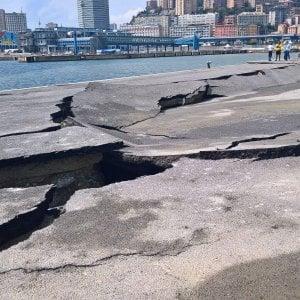 Genova, i moli del porto si sfaldano, indaga la Procura