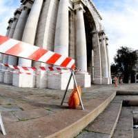 Perde i pezzi l'arco di piazza della Vittoria