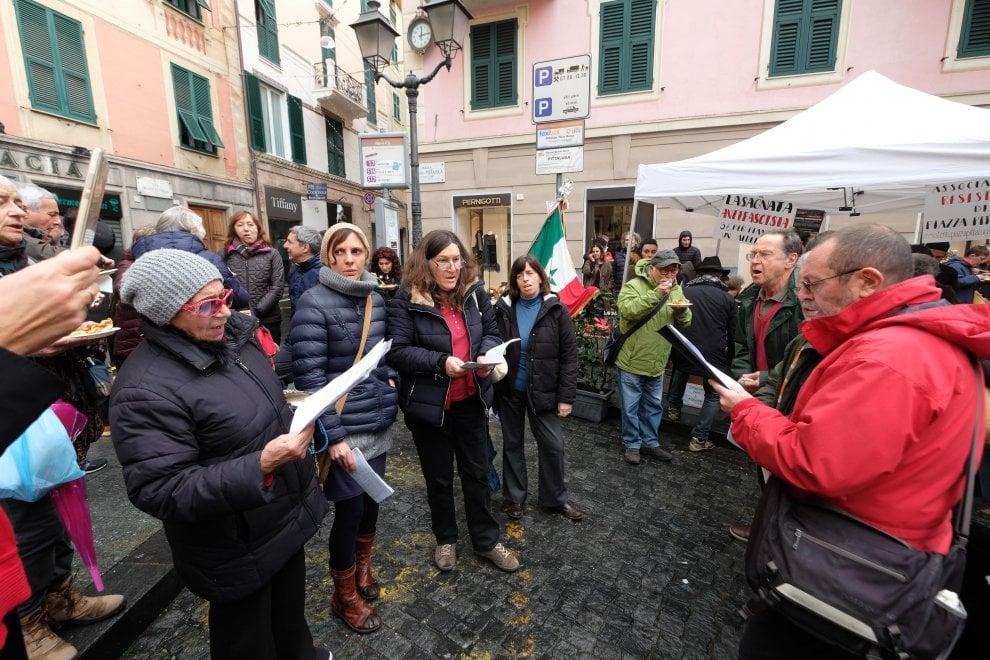 """Genova, la """"lasagnata antifascista"""""""